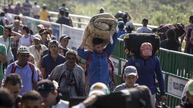 Más de 500 personas dejan a diario Venezuela pese a cierre fronterizo: Acnur