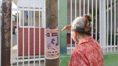 Con carteles buscan a la agente interventora del HUS