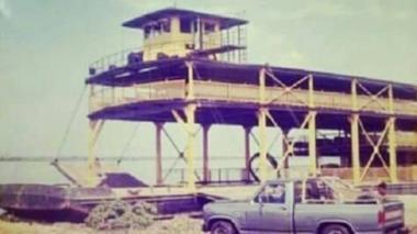 El viejo ferry de Salamina se resiste a desaparecer