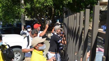 """Con cacerolas rechazan proyecto de """"privatización"""" del sector salud en Sucre"""