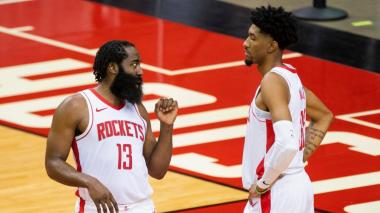 Woods y Harden lideran triunfo de Rockets; Doncic no puede salvar a Mavericks