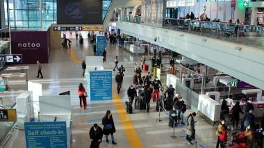 Por nueva cepa Covid piden suspender vuelos directos Colombia - Reino Unido