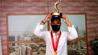 Dónovan Solano ganó su segundo premio al Deportista del Año Acord Atlántico.