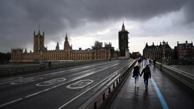 """Reino Unido detecta otra cepa """"aún más contagiosa"""""""