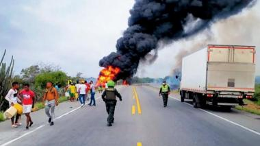 El camión que estalló dejó muerte y desolación. Decenas de hombres que rodearon el vehículo para tratar de extraerle la gasolina murieron o resultaron heridos.