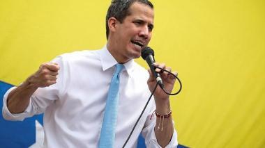 Parlamento venezolano alarga su período y reconocimiento a Guaidó por un año