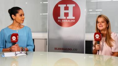 La gobernadora junto a la directora de EL HERALDO durante el conversatorio.