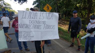 En San Roque bloquearon la vía a Curumaní, Cesar