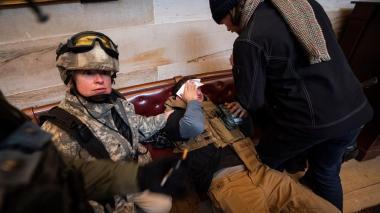Cuatro muertos y 14 policías heridos tras asalto al Capitolio de EE.UU.