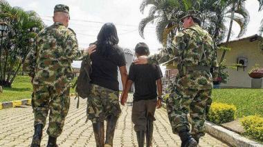 Fotos que ilustra el reclutamiento de un menor.