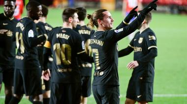 Messi y Griezmann llevan al Barcelona a vencer al Granada de Luis Suárez