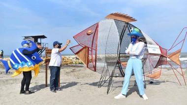 Instalan canecas traga plásticos en playas de Puerto Colombia