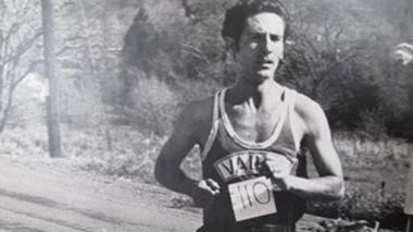 Álvaro Mejía nació el 15 de mayo de 1940 en Medellín.