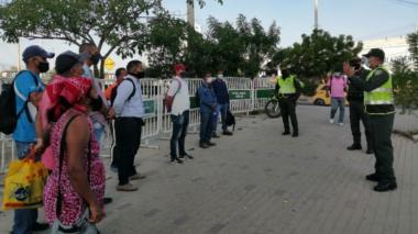 La Policía de Cartagena realiza pedagogía sobre bioseguridad por Covid-19.