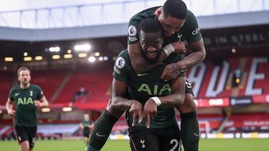El Tottenham renace a costa del colista