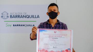 Artista barranquillero gana primer concurso de pintura China-Colombia