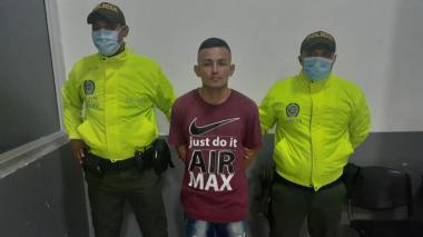 Gonzalo Miranda Loaiza, alias Gonzalito, cuando era presentado ante las autoridades.