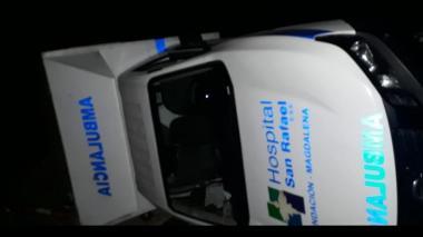 Ambulancia se volcó en la Troncal de Oriente