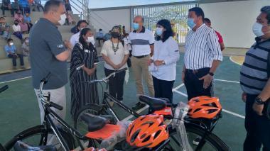 Entregan 307 bicicletas para niños wayuu