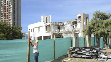 Empezó demolición de la iglesia que da paso a Segunda Circunvalar