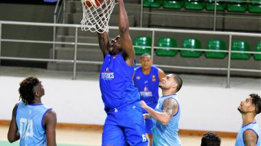 """Aprendí trucos jugando ante Kobe Bryant"": Justin Williams, pívot de Titanes"