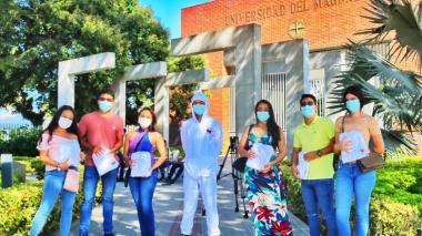 Dotan de equipos de bioseguridad a alumnos en práctica de Unimag