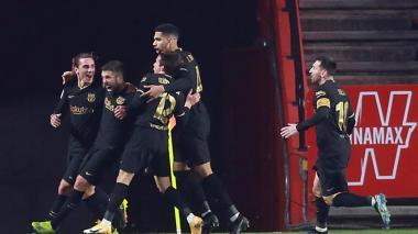 El Barcelona vence por 5-3 al Granada.