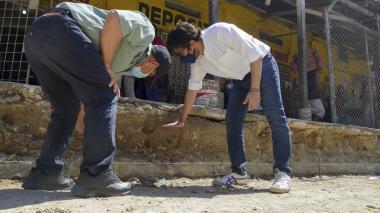 Alcalde Pumarejo inspeccionó avance de recuperación vial en Barranquillita