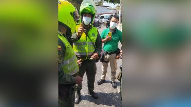 ¿Discusión entre paramédicos y policías?