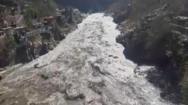 Al menos 26 muertos tras desprendimiento glaciar en el Himalaya