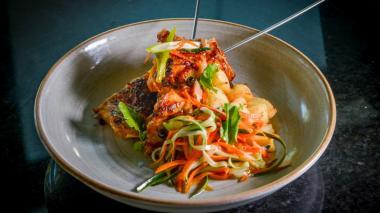 Yakitori de pollo: una fusión de sabores peruanos, orientales y del Caribe
