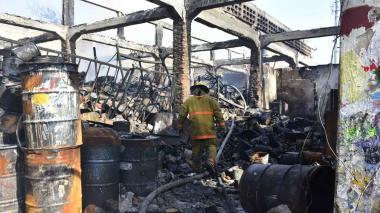 Incendio en San Roque: cinco horas de pánico y vandalismo