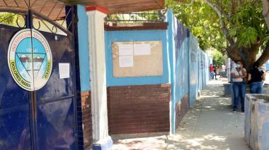 Padres reclaman inicio de clases en el Dolores María Ucrós