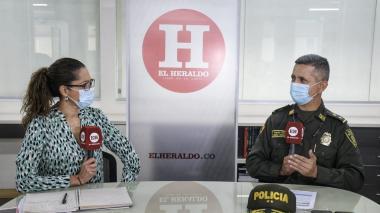 De izq. a der: Erika Fontalvo, directora de EL HERALDO, y el general Diego Rosero, comandante de la Mebar.