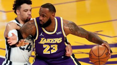 Lakers, Jazz y Mavericks amplían sus rachas triunfales