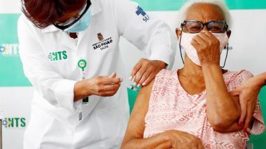 Brasil sigue por encima de 1.000 muertos diarios y supera los 238.000 decesos