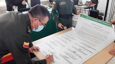 Policía de Sucre firma el 'Pacto por la Vida'