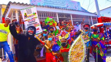 Los integrantes de la familia Durán se disfrazaron para compartir en su vivienda en el barrio Las Nieves.