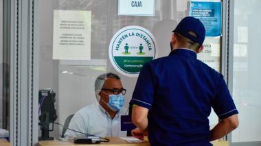 Atención a afiliados en la caja de compensación familiar Combarranquilla.