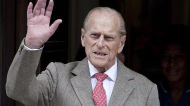 El duque de Edimburgo permanece hospitalizado