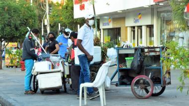 Comercio informal sigue en vía pública a espera de reubicación