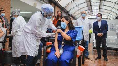 Bogotá y Antioquia también iniciaron su vacunación este jueves