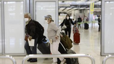 España extiende exigencia de PCR para ingresar desde Colombia y 12 países más
