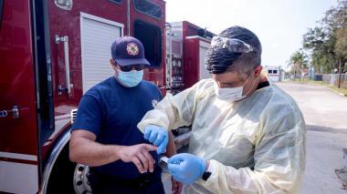 EE. UU. recomienda no alargar ensayos de vacunas ante mutaciones del covid