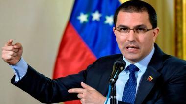Gobierno de Maduro ve una cortina de humo en acusaciones de crímenes de Duque