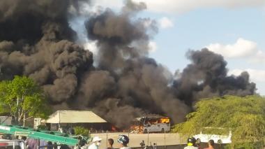 Se incendian seis buses para transporte de empleados de Cerrejon