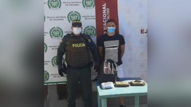 Capturan a hombre que llevaba dos kilos de marihuana en un morral