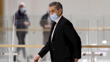 Condenan a expresidente francés Nicolas Sarkozy