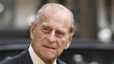 """El príncipe Felipe """"mejora ligeramente"""" y la familia real """"cruza los dedos"""""""