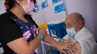 América registra 95,4 millones de vacunados con Chile liderando Latinoamérica